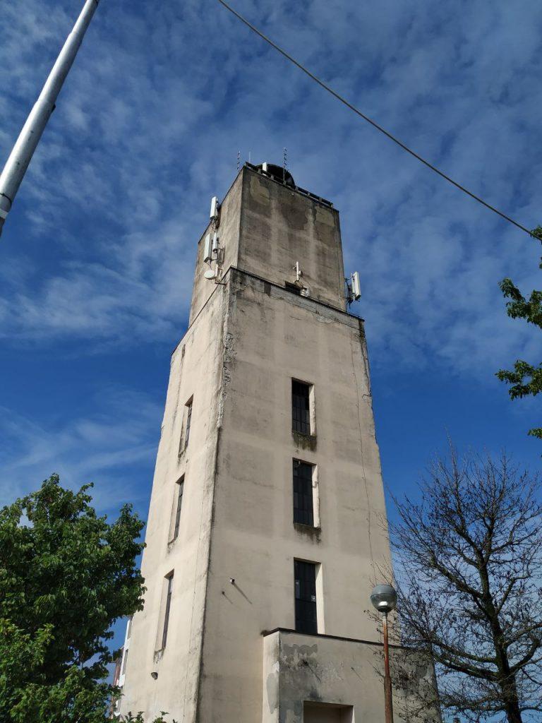 Fig. 1. Foto della torre acquedotto scattata durante il rilievo. © DL Droni Srl